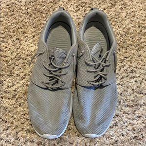 Nike Shoes - Men's Nike Roshe Run size 13